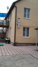 Второй этаж с отдельным входом, 55.6 кв.м. на 4 человека, 2 спальни, Одесская улица, 15, Ейск - Фотография 1