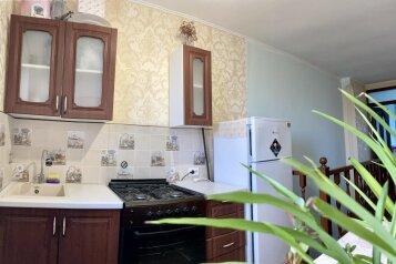 Этаж с отдельным входом в двухэтажном доме, 127 кв.м. на 5 человек, 3 спальни, Волошина, 8, Судак - Фотография 1