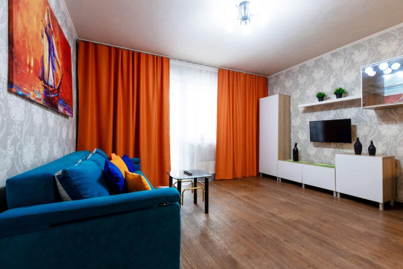 3-комн. квартира, 90 кв.м. на 8 человек, улица Авиаторов, 68, Красноярск - Фотография 1