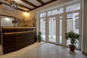 Отель «Enfes», улица Саковича, 16 на 14 номеров - Фотография 1