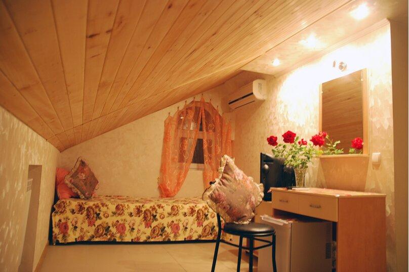 Ореховая комната, улица 8 Марта, 22, Феодосия - Фотография 1