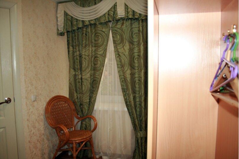 Золотистая комната (окно в холл), улица 8 Марта, 22, Феодосия - Фотография 2