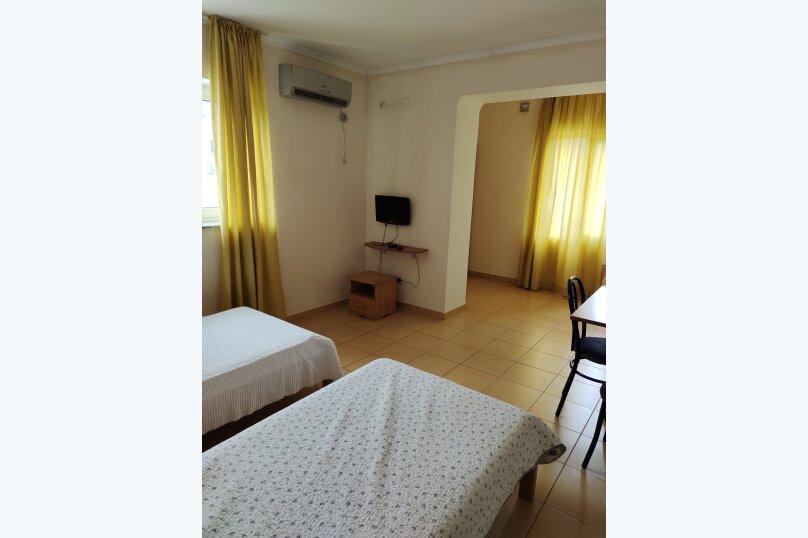 Двухместный стандартный номер с раздельными кроватями (№2,6), Изобильненская улица, 10, село Изобильное - Фотография 2