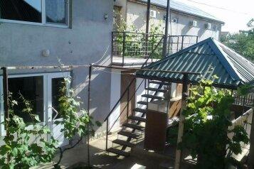 Коттедж на 2 номера с  кухней.  на 6 человек, 2 спальни, улица Ленина, 6, Морское - Фотография 1