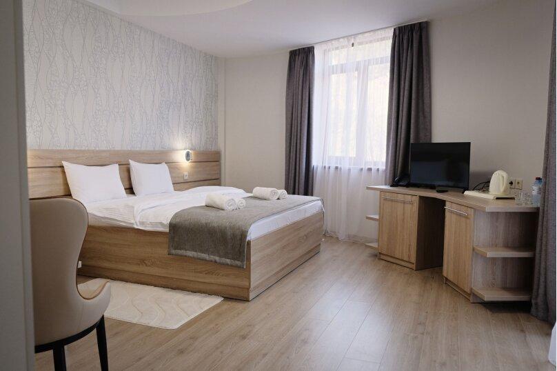 Стандарт с 1 большой кроватью, вид во двор, аллея Декабристов, 9, Алушта - Фотография 1