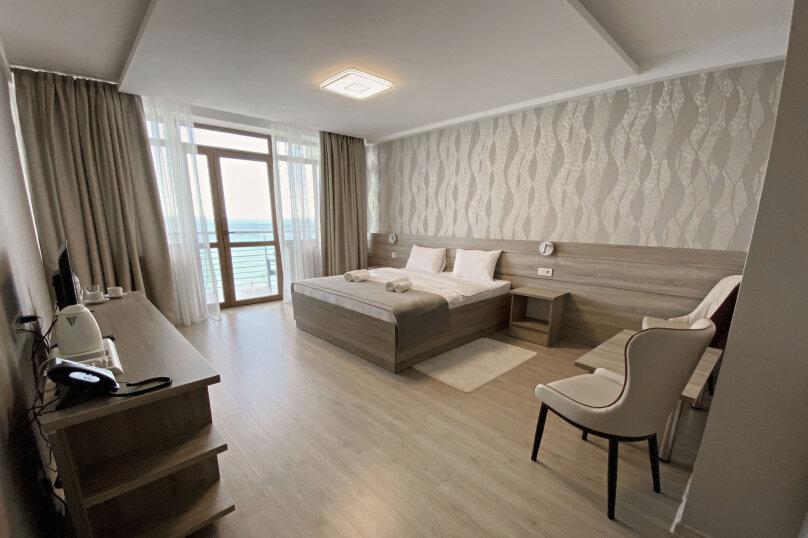 Улучшенный номер с 1 большой кроватью, вид на море, аллея Декабристов, 9, Алушта - Фотография 1