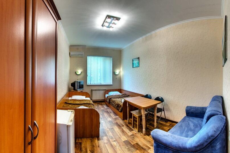Двухместный Стандарт плюс диван Малютка, Киевская улица, 47, Евпатория - Фотография 1