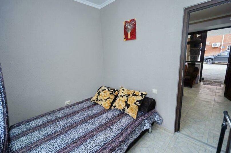 Дом 23, 67 кв.м. на 9 человек, 3 спальни, Кемпинг Импульс, 23, Ольгинка - Фотография 11