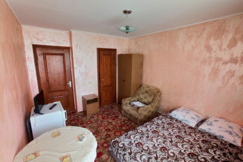 Комната на двоих с доп. местом, улица Горького, 53, Витязево - Фотография 1