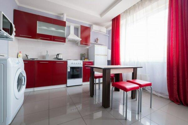 2-комн. квартира, 44 кв.м. на 5 человек, улица Гидростроителей, 59, Краснодар - Фотография 1