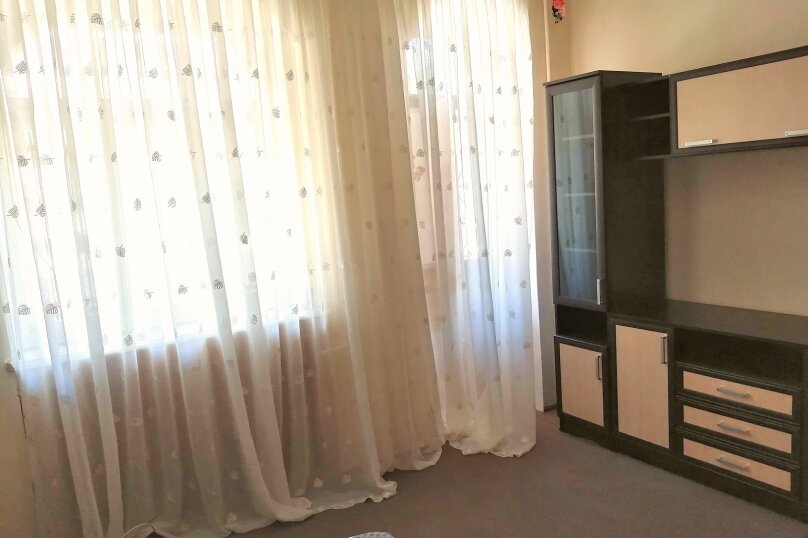 Гостевой дом «Guest House na Izvestiya Eko Layt» , Известинская, 31 на 11 комнат - Фотография 16