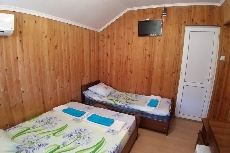"""Гостевой дом """"ДиКи"""", Керченская улица, 12Б на 13 комнат - Фотография 3"""