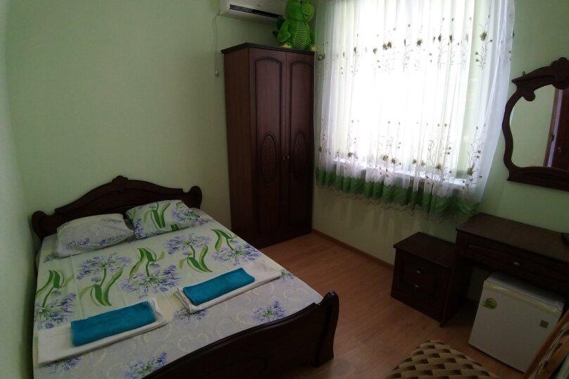 """Гостевой дом """"ДиКи"""", Керченская улица, 12Б на 13 комнат - Фотография 6"""