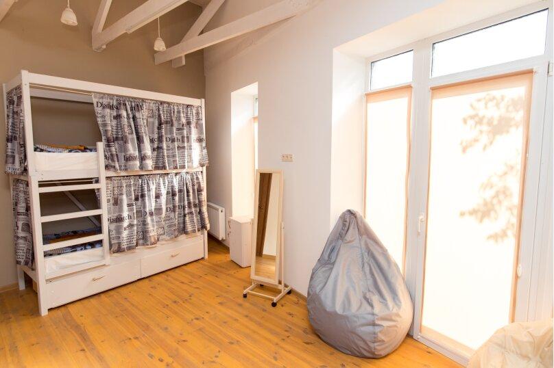Общий шестиместный номер Белое капучино со всеми удобствами, улица Сергеева-Ценского, 28, Симферополь - Фотография 1