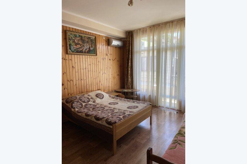 #4 Трехместный номер с балконом № 4, Кольцевая улица, 2, Лазаревское - Фотография 1