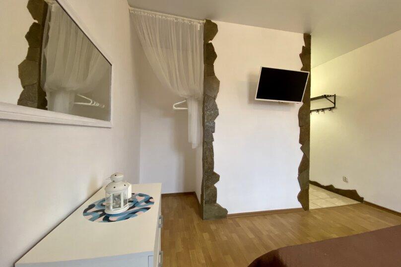 Второй этаж желтый большой, улица Челюскинцев, 106, Севастополь - Фотография 12