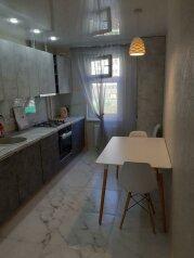 3-комн. квартира, 75 кв.м. на 6 человек, улица Братьев Манганари, 20, Севастополь - Фотография 1