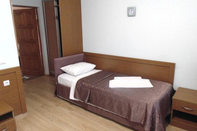 """Гостевой дом """"Адлерский"""", улица Станиславского, 37 на 11 комнат - Фотография 17"""