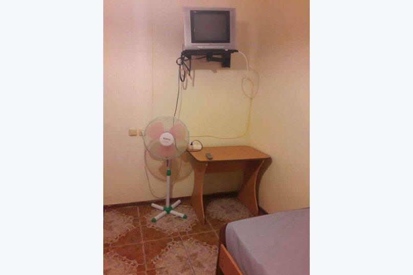 4-х местный ЭКОНОМ (с телевизором, вентилятором и общей ванной комнатой) , улица Мира, 125А, Витязево - Фотография 2