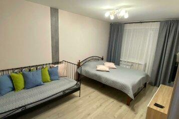 2-комн. квартира, 43 кв.м. на 5 человек, улица Селезнева, 37, Новосибирск - Фотография 1