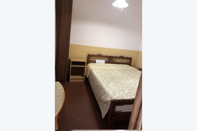 Двухместный номер с удобствами на этаже, Керченская улица, 18, Лоо - Фотография 1