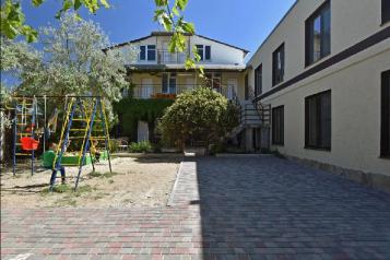 """Гостевой дом """"DVIN"""", Тупиковый переулок, 41 на 15 комнат - Фотография 1"""