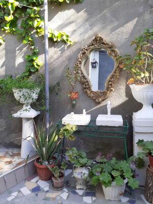Итальянский дворик посуточно, улица Водовозовых, 9 на 3 номера - Фотография 1