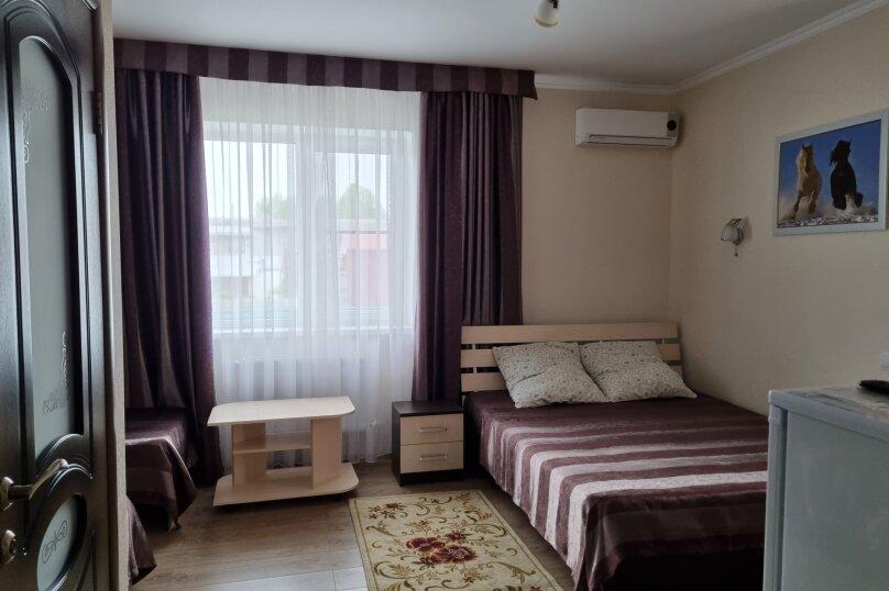 Четырехместный номер с балконом, улица Тургенева, 222, Анапа - Фотография 6