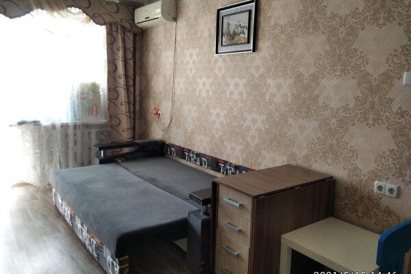 1-комн. квартира, 33 кв.м. на 4 человека, бульвар Старшинова, 12, Феодосия - Фотография 1