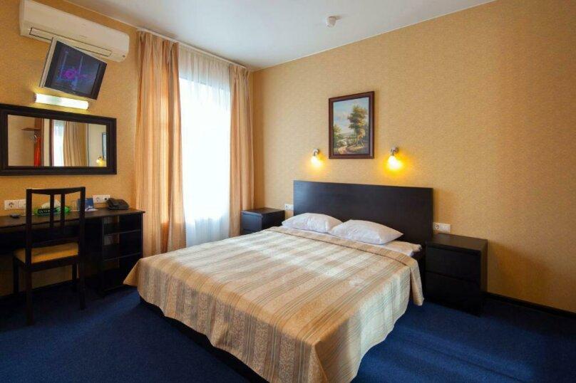 Стандартная комната с широкой кроватью , Большая Конюшенная улица, 25, Санкт-Петербург - Фотография 4