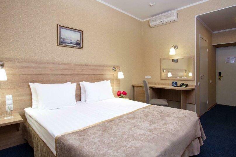 Стандартная комната с широкой кроватью , Большая Конюшенная улица, 25, Санкт-Петербург - Фотография 1