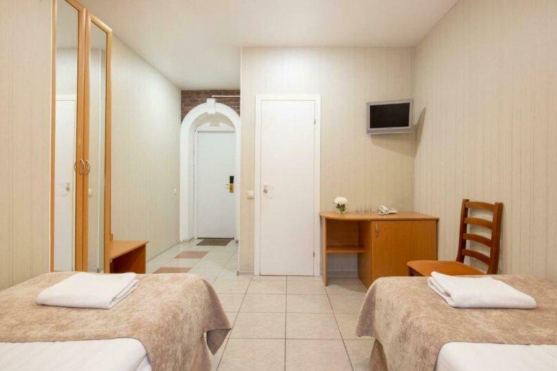 Стандартная комната с двумя кроватями , Большая Конюшенная улица, 25, Санкт-Петербург - Фотография 13