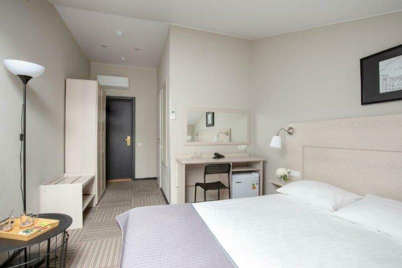 Улучшенная комната, Большая Конюшенная улица, 25, Санкт-Петербург - Фотография 1