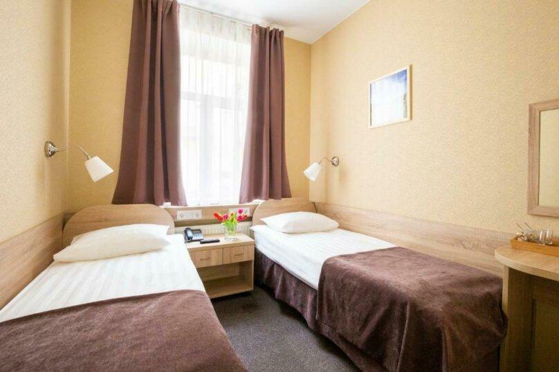 Стандартная комната с двумя кроватями, Большая Конюшенная улица, 10, Санкт-Петербург - Фотография 1