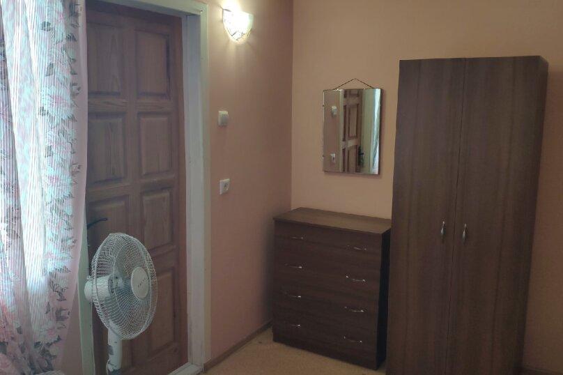 Трёхместная комната на 2 этаже (2) эконом-класса, улица Олега Кошевого, 19, Заозерное - Фотография 1