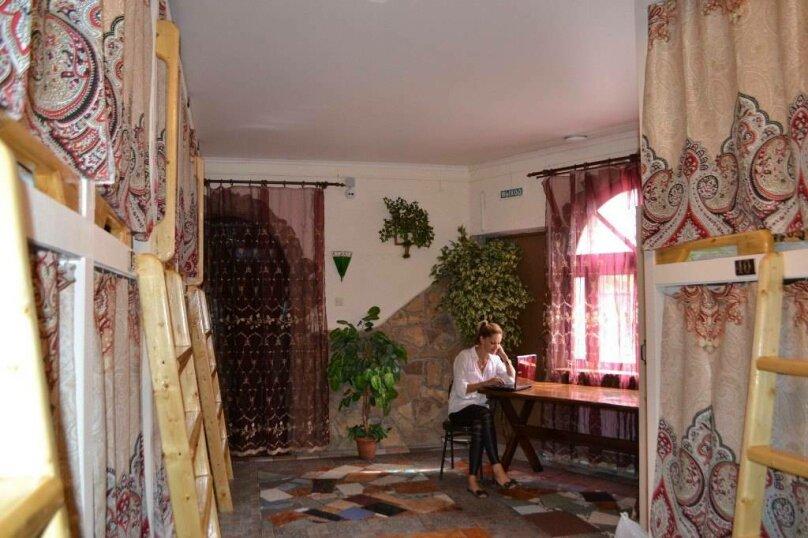 Место в общем номере 2, улица Бородина, 6А, Симферополь - Фотография 1