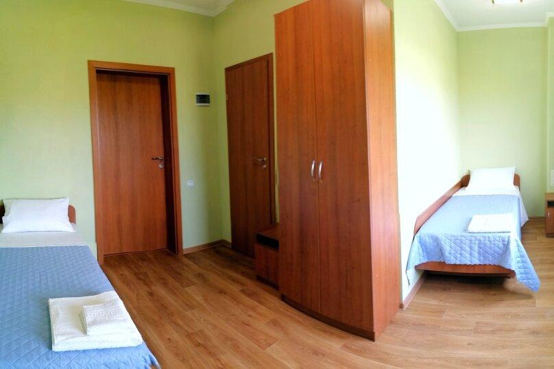 Стандарт с двумя раздельными кроватями угловой, улица Елисеева, 16А, Оленевка - Фотография 1