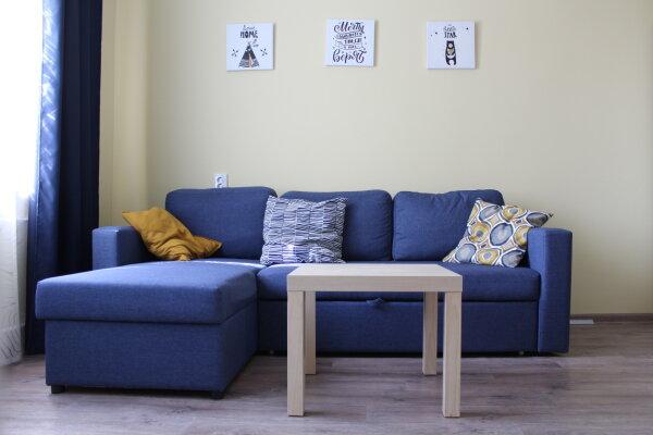 2-комн. квартира, 52 кв.м. на 7 человек, Второй микрорайон,  2, Ольгинка - Фотография 1