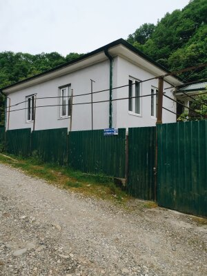 Дом у речки, 100 кв.м. на 10 человек, 5 спален, 1-й проезд улицы Мушни Хварцкия, 14, Сухум - Фотография 1