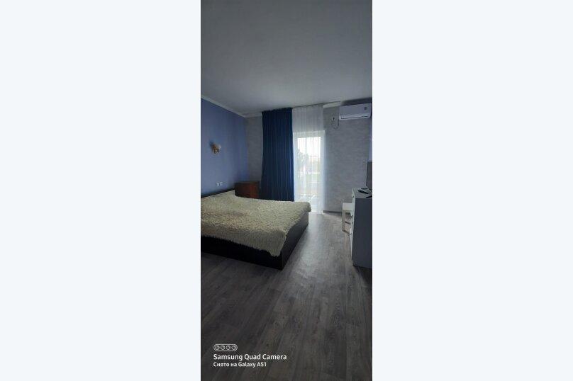 Двухместный номер с одной кроватью (1 этаж с выходом на террасу), Виноградная улица, 5, Новофёдоровка, Саки - Фотография 1