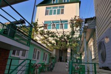 """Гостевой дом """"На Черноморской, 62-А"""", Черноморская улица, 62А на 27 комнат - Фотография 1"""