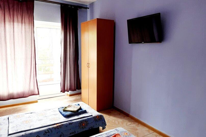 Номер на двоих сиреневый(две кровати)2 этаж, улица Ленина, 49, Коктебель - Фотография 3