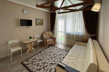 3-комн. квартира, 63 кв.м. на 6 человек, улица Олега Кошевого, 14, Севастополь - Фотография 1