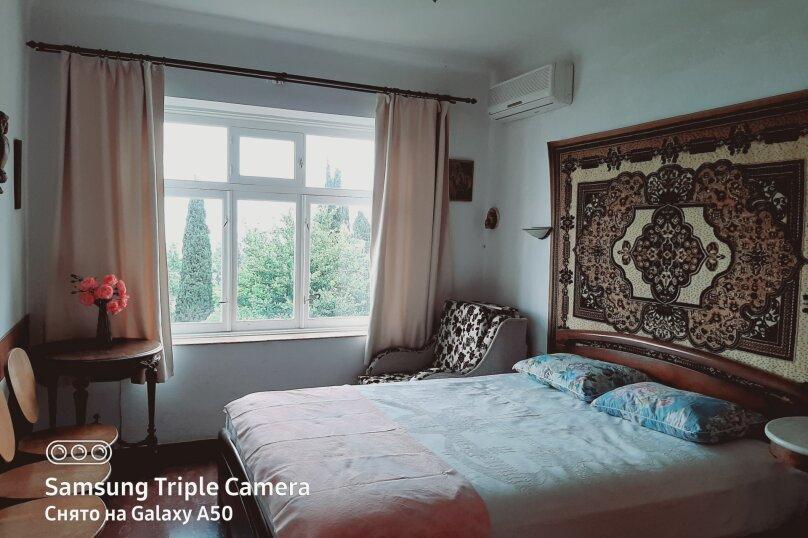 Уютная комната, 2-х местная 12 м. кв. возможен третий гость (ребенок) второй этаж, улица Врачей Михайловых, 8, Кореиз - Фотография 1