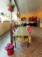 """Семейный гостевой дом """"У Рузанны"""", Магнитогорская улица, 21 на 6 комнат - Фотография 1"""