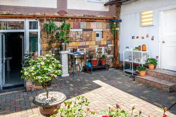 Гостевой дом «Луиза», улица Шевченко, 88 на 13 комнат - Фотография 1