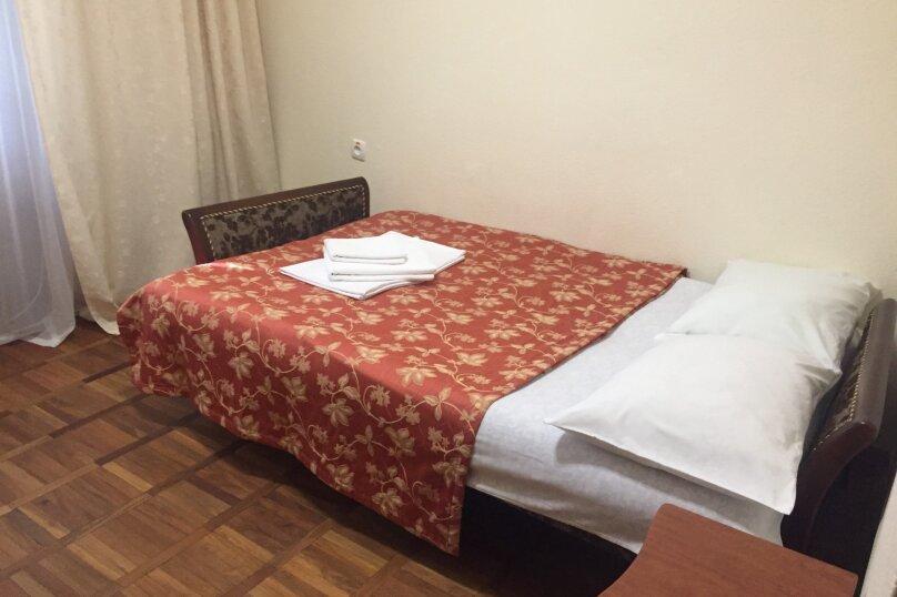 Эконом 1 местный  1 комнатный номер с балконом, улица Леси Украинки, 16, Ялта - Фотография 1
