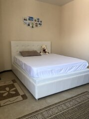 Супер 1 комнатная квартира в частном доме с отдельным входом, 42 кв.м. на 3 человека, 1 спальня, Морпортовская улица, 10, Севастополь - Фотография 1