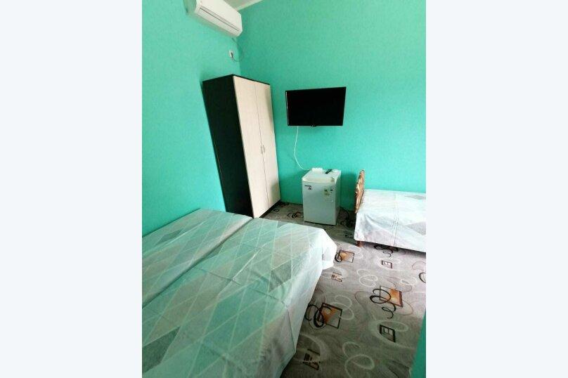 1-й. этаж, 4-я. комната, 3-х. местный., Черноморская, 4а, Ольгинка - Фотография 1
