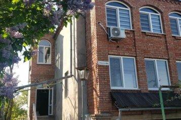 Трехэтажный дом по-комнатно, Гражданская улица, 16 на 5 комнат - Фотография 1